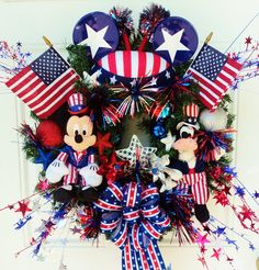 This is soooo incredibly awesome! Patriotic Disney Wreath Mickey Mouse and by… Mickey Mouse Wreath, Mickey Mouse Crafts, Disney Wreath, Minnie Mouse, Disney Diy, Disney Home, Disney Crafts, Holiday Wreaths, Holiday Crafts
