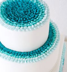 blue frills cake. super cute n' simple.
