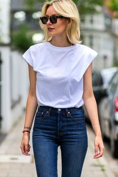 A Killer White Tee and Jeans Look to Try Now