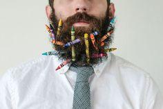el senyor amb llapis de colors a la barba (2 de 3)