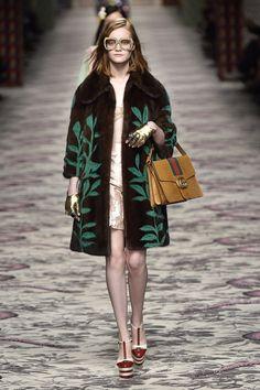 Pin for Later: Gucci macht die Streber zu modischen Helden  Gucci Frühjahr/Sommer 2016