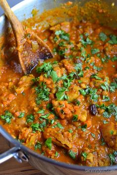 Slimming Eats Fruity Chicken Curry - gluten free, dairy free, paleo, Slimming World and Weight Watchers friendly Curry Recipes, Vegetarian Recipes, Cooking Recipes, Healthy Recipes, Healthy Meals, Meat Recipes, Healthy Weight, Healthy Cooking, Slimming Eats