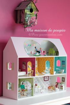 Ma maison de poupée - www.puregourmandise.com #dollhouse #DIY Cardboard Dollhouse, Cardboard Toys, Diy Dollhouse, Dollhouse Furniture, Dollhouse Miniatures, Barbie Doll House, Barbie Party, Doll Crafts, Business For Kids