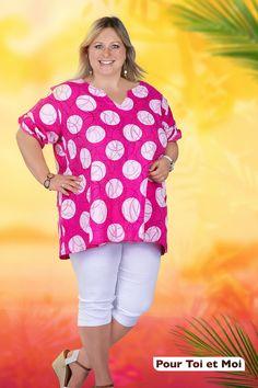 Tunique d'été colorée pour femme ronde. Agréable et légère. #mode #grandetaille #tenues #tuniques Floral Tops, Tunic Tops, Women, Fashion, Plus Size Clothing, Curvy Women, Man Women, Outfits, Fashion Ideas