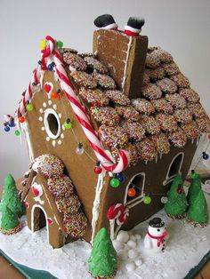 Christmas gingerbread house (3) by Tania's Sweet Cakes, via Flickr