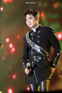 Suho - 170114 31st Golden Disk Awards Credit: Neondex. (제31회 골든디스크 어워즈)