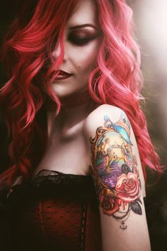 Beautiful model - LOVE the pink hair!
