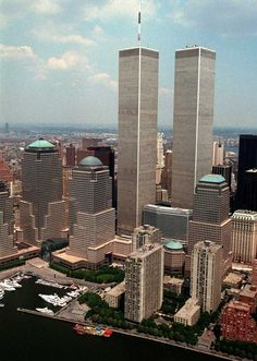 The World Trade Center officially opened on April Here are photographs of the lower Manhattan buildings prior to the terror attacks in World Trade Center Nyc, Trade Centre, 911 Twin Towers, 11 September 2001, New York Landmarks, Manhattan New York, Manhattan Bridge, Triomphe, Classic Image
