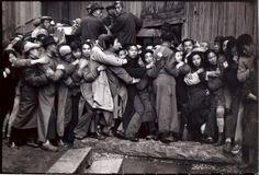 Henri CARTIER-BRESSON Shanghai. Quand l'or fut mis en vente pendant les derniers jours du Kuomintang, décembre 1948 © H. Cartier-Bresson, magnum.