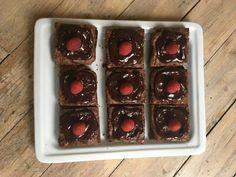 Lavkarbo brownies - Himmelsk seig og god! - Elisabeth Holm Lchf, Brownies, Waffles, Food And Drink, Tray, God, Breakfast, Diabetes, Cake Brownies