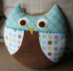 Cute owl pillow and it looks pretty easy to sew.  Perfect for a beginner like me!