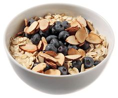 Blueberry & Toasted Almond Muesli -- breakfast under 300 calories Clean Eating Breakfast, Nutritious Breakfast, Diet Breakfast, Healthy Breakfast Recipes, Clean Eating Recipes, Healthy Breakfasts, Healthy Foods, Healthy Eating, Breakfast Options