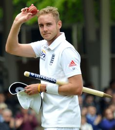 Stuart Broad (Eng) MoM, takes the applause after his career-best 7 for 44, vs New Zealand, 1st Investec Test, Lords, 4th day, May 19, 2013