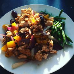 Last day on the #90daysssplan so finishing with a turkey mince breakfast with peppers onions and green beans. Think I'll go back to eggs tomorrow  #thebodycoach #leanin15 #breakfast #brekkie #tuesday #turkey #mince #spices #soy #peppers #onions #greenbeans #lucybee #cleanandlean #cleanandleanwarrior #healthiswealth #fitfam #fitforlife #fitlondoners #healthy #active #finalday #byebyecyclethree #c3d30 by thetravellingrep