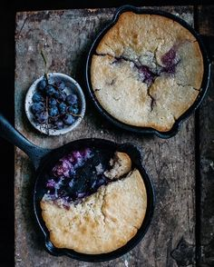 Concord grape skillet cobbler, one of the simplest weeknight desserts, made in my favourite @victoriacookware cast iron skillets. Use any seasonal #fruit! Recipe #ontheblog now. #victoriacookware #f52grams - - - - - #feedfeed @thefeedfeed #eattheworld #sweetpaulfall #foodblogfeed @foodblogfeed #thekitchn #yahoofood #goopmake #concordgrapes #fall #brooklyn #askinbrooklyn #huffposttaste #recipeoftheday
