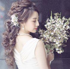 花嫁ヘアは【ポニーテール】で決まり!おしゃれなアレンジ15選 Wedding Hair And Makeup, Bridal Hair, Hair Makeup, Headdress, Dyed Hair, Wedding Hairstyles, Bride, Wedding Dresses, Hair Styles