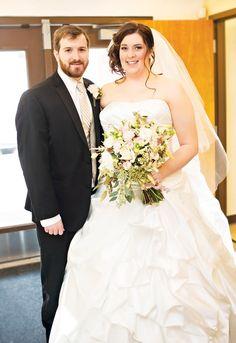 Bodas de 400 $ - 1000 $ Este rango de presupuestos te permite elegir un bouquet lindo y sencillo, que hará que luzcas tu vestido y resaltes en tu boda.