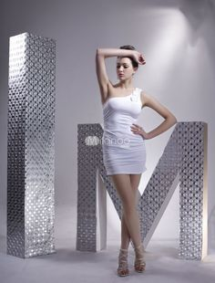 Three flowers are decorated on the one-shoulder design.This clubwear short dress feather adopts the sheath silhouette showing the slim curves.It is white colored and made of milk silk. Category: / Women's Clothing / Clubwear / Club Dresses