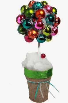 Gorgeous, simple Christmas crafts & decorations to make and give as gifts. If you love crafting you'll never run out of Christmas projects to try. Easy Christmas Crafts, Christmas Projects, Christmas Decorations, Christmas Ornaments, Holiday Decor, Girlfriends Be Like, Decor Crafts, Diy Crafts, Ideas Geniales