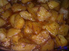 Υλικά: 1 κιλό πατάτες τεμαχισμένες χυμός 2 πορτοκαλιών 1 κοφτή κ.σ. πάπρικα 1 μεγάλη σκελίδα σκόρδο ψιλοκομμένη 1 κρασοπότηρο ε...