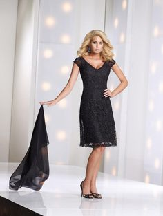 Latest V Neck Knee Length Black Lace A Line Mother Of The Bride Dress With Wrap B2mc0011