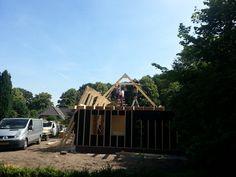 De grote verbouwing — 16 juli 2013, hoogste punt bereikt ! Barn, House Styles, Warehouse, Barns, Shed