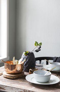 Feestelijke pastel tafels. Voor meer inspiratie kijk ook eens op http://www.wonenonline.nl/keukens/keukentrends/