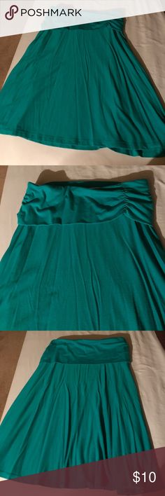 Old Navy teal hip banded skirt Flowy skirt, feels so airy when you walk. Vibrant color, no signs of wear. Moving sale.... bundle bundle bundle! Old Navy Skirts Midi
