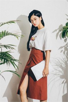 Korean street style - Discover where to buy the best from Korean fashion (in the U.S.!) :: THEKLOG.CO :: K-beauty, skin care, makeup, fashion, lifestyle, trends, and more. :: instagram.com/theklog.co :: #KoreanFashionTrends