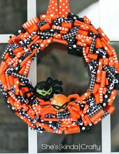 She's {kinda} Crafty: Halloween {Wreath} 2011