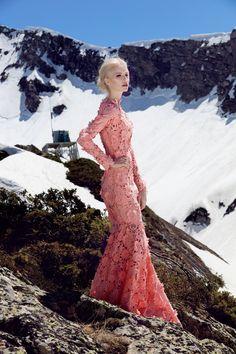 Платье «Феерия» розовое кружево— цена по запросу.