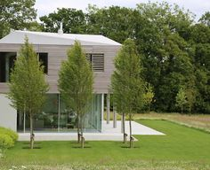 Short-listed for the RIBA House of the Year Awards this unique contemporary house sits on a ridge facing the South Downs. In a spectacular setting such as this it is. Landscape Design Small, Contemporary Garden Design, House Landscape, Small Garden Design, Natural Landscaping, Modern Landscaping, Backyard Landscaping, Grand Designs Uk, Sussex Gardens