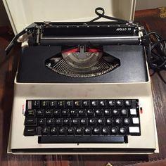 Vintage Royal Apollo 10 Electric Typewriter Model SP-8000 Beige - WORKS