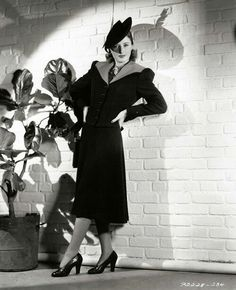 barbarastanwyck: Barbara Stanwyck in a fashion portrait, 1939 Classic Hollywood, Old Hollywood, Hollywood Stars, Luise Rainer, Marie Prevost, Billie Burke, Jeanne Crain, Jean Simmons, Fritz Lang