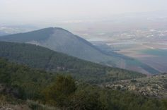 Mount Gilboa (Hebrew: הר הגלבוע Har haGilboa), sometimes called the Mountains of Gelboe, is a mountain range overlooking the Jezreel Valley in northern Israel. Saul & his sons died here. Umayyad Mosque, Holy Land, Mountain Range, Pilgrim, Nature Pictures, Ancient History, The Book, Places To Visit, Mountains