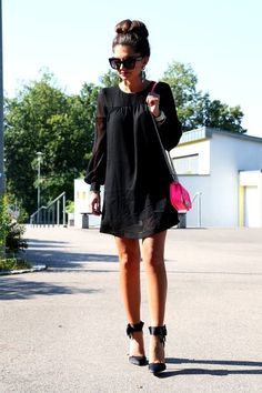 fashionhippieloves-outfit-black-dress-neon-bag-bow-piumps.jpg