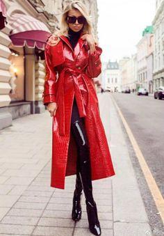 Mode Latex, Latex Fashion, 70s Fashion, Fetish Fashion, Fashion Models, Red Raincoat, Vinyl Raincoat, Plastic Raincoat, Portraits