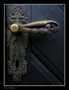 Medieval door handle: Photo by Photographer Phillipp J. - Medieval door handle: Photo by Photographer Phillipp J. Door Knobs And Knockers, Antique Door Knobs, Knobs And Handles, Door Handles, Cool Doors, Unique Doors, Medieval Door, Door Accessories, Door Locks