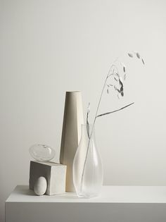 ceramic and glass vase on table decor styling inspiration minimalist home inspo Interior Styling, Interior Decorating, Interior Design, Decorative Accessories, Home Accessories, Pretty Things, Decoration Photo, Photo Deco, Style Minimaliste