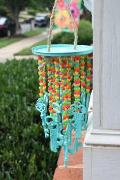 DIY wind chime with $1 keys from Michael's. Wind chimes DIY. Wind chimes craft. Wind Chimes homemade. Crafts to make and sell. . http://www.simplestylings.com