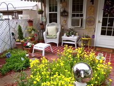 "Faux ""brick"" patio shared by Debbie @ Debbie Dabble - with tutorial! Faux Brick, Brick Flooring, Brick Patios, Pathways, Painted Furniture, Repurposed, Upcycle, Vintage Fashion, Diy Projects"