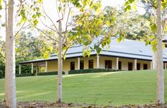 Lovely wraparound verandah #Australian Australian Country Houses, Southern Style Homes, Australia House, Australian Architecture, Colonial Architecture, Dream House Exterior, Facade House, House Exteriors, Shed Plans
