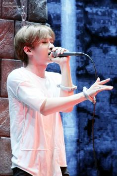 Eunhyuk - SS6 in Beijing (141122) looks so blissed out when he's singing. His singing has been amazing. Eunhyuk IS amazing.