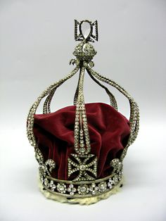 Mary, Queen of Scots' Regalia Crown Mary Queen Of Scotland, Mary Queen Of Scots, Queen Mary, King Queen, Royal Crowns, Tiaras And Crowns, Tudor History, European History, Renaissance