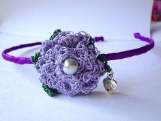 Cerchietto per capelli con raso viola e fiore lilla all'uncinetto, fatto a mano, by La piccola bottega della Creatività, 6,90 € su misshobby.com