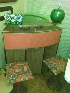 Vintage lifestyle: Let's get inspired by the most dazzling vintage decor ideas for your vintage retro bar Vintage Room, Vintage Bar, Retro Vintage, Vintage Decor, Bar Furniture, Retro Furniture, Small Furniture, Office Furniture, 70s Home Decor