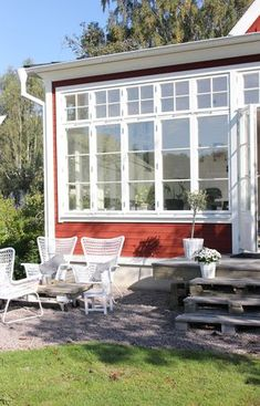 Fru fix och trix: Torsdagstemat på Fabriken: Favorithörna Country Home Exteriors, Country Homes, Cosy House, Swedish Style, Outdoor Spaces, Outdoor Decor, Lake Cottage, Back Doors, Villa