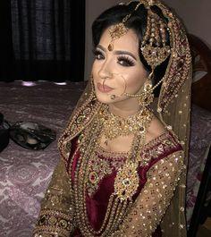 Muslim Eye Makeup Muslim Bride Her Eye Makeup With Dusty Gold Hijab Looks Fabulous Muslim Eye Makeup Indian Muslim Bridal Makeup Tutorial In Hindi Green Gold Half Cut. Bridal Hijab, Hijab Bride, Pakistani Bridal Wear, Pakistani Wedding Dresses, Indian Bridal, Indian Dresses, Walima Dress, Wedding Outfits, Bridal Hair