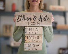 Family name sign wood, Dad Gift, Reclaimed Wood Personalized Family Name Signs, Anniversary Gift for Her, Gift for Wife - DIY Gifts Simple Ideen Cute Signs, Diy Signs, Wood Signs, Pallet Signs, Diy Gifts For Boyfriend, Gifts For Wife, Gifts For Family, Gift For Boyfriends Mom, Family Gift Ideas