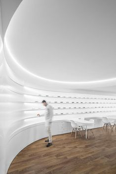 Image 1 of 34 from gallery of Optical Pitães / Tsou Arquitectos. Photograph by Ivo Tavares Studio Pharmacy Design, Cool Store, Optical Illusions, Store Design, Retail, Restaurant, Wall Art, Interior Design, Gallery